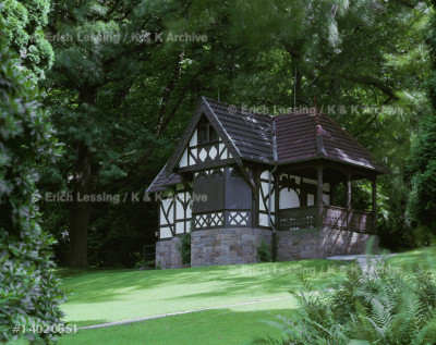 "The ""sparrows' house"" on the grounds of ""Villa         