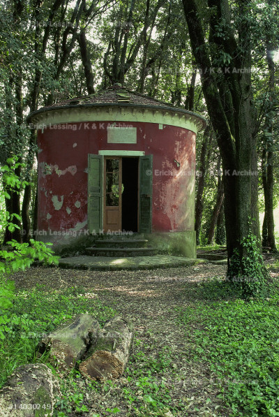 Bagni di Lucca, a small pavillion in the hills         