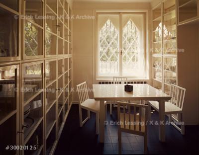 House of Mrs. Sonja Knips, Nusswaldgasse, 1922         Breakfast-room