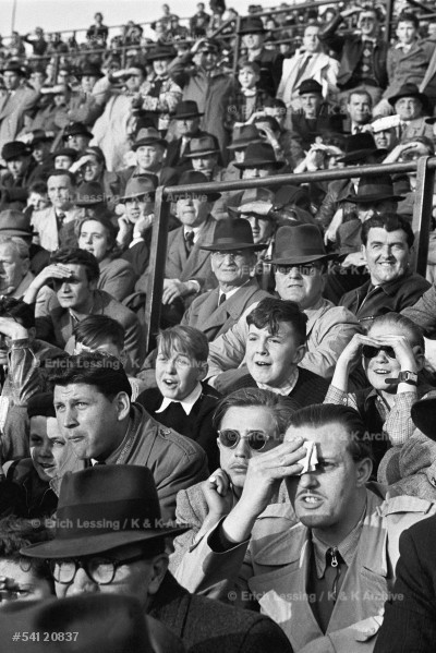 Life in post-war Vienna:In the 1930ties Austrian soccerwas at its peak.Although post-war teams never reachedthe fame of the previous generation,Viennese soccer-fans always filled the stadium to capacity to watchtheir favourite team. Vienna,1954
