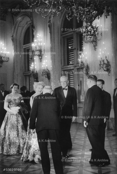 Reception in Schoenbrunn Palace after the signing ofthe Austrian State Treaty:Mr.and Mrs.Dulles greeted byDr.Chaloupka,chef de cabinet of Chancellor Julius Raab;Raab,waiting,to the right.