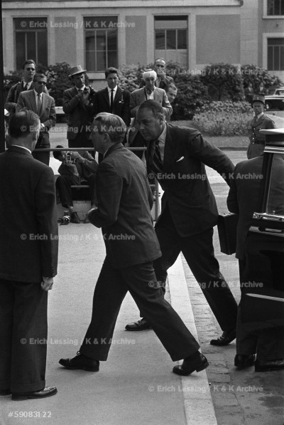 A diplomat arriving in a hurry, Geneva Conference 1959.
