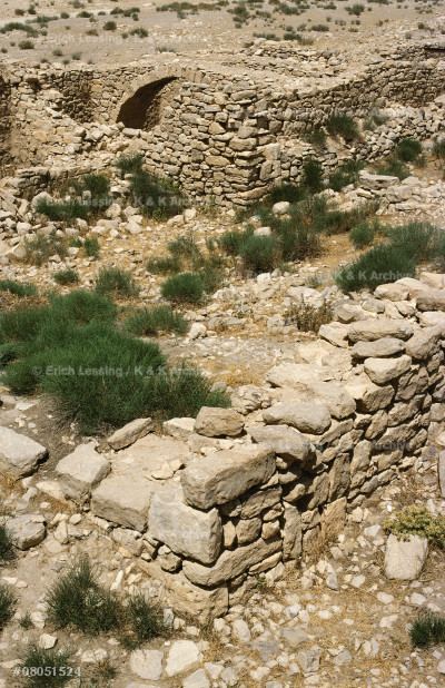 Aroer (Khirbet Arair) is mentioned in Deuteronomium    and in Joshua as a border town of Amorite king Sichon; The Iron Age trading post, 50 x 50 m and with large    storage rooms,dates from the time of king Mesha of Moab(9th BCE).For king Mesha see 08-05-06/13,08-05-14/4