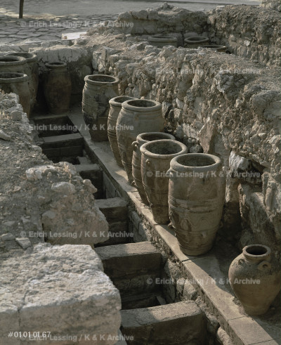 Store-room and storage jars in the west wing           