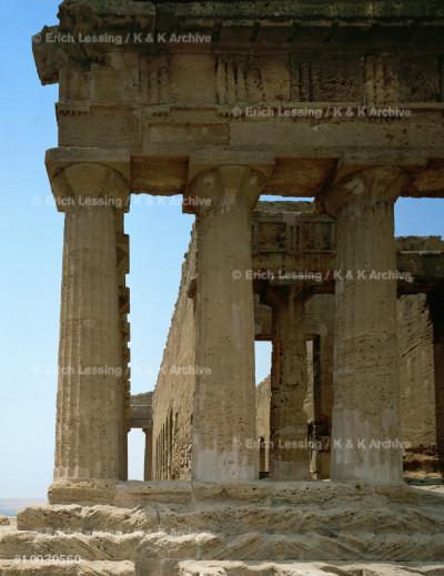 Concordia Temple, Agrigentum, Sicily.                  Doric, 112 x 19,70 m