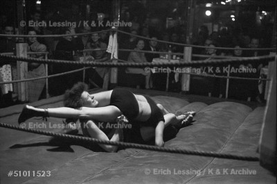 """Women wrestling in the """"Jungmuehle"""", a waterfront nightclub on the """"Reeperbahn"""" in Hamburg, 1951."""
