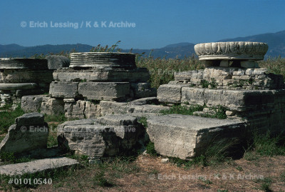 Giant bases of columns in the Heraion,                 