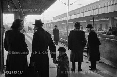 Life in post-war Vienna: the rebuilt Westbahnhof (train station) in Vienna. The war-damaged Austrian railway system was modernized in 1953.