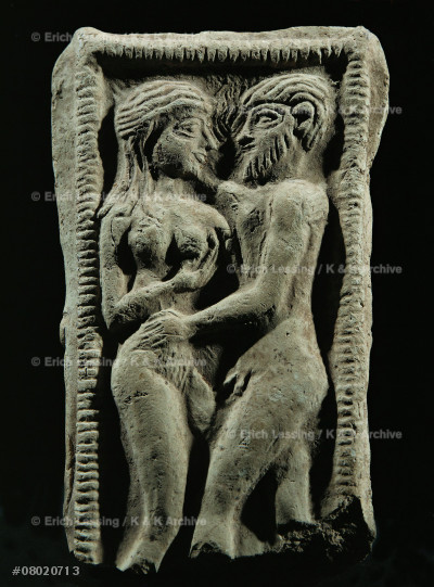 Couple embracing in a votive bed. Fertility rite.      Hierogamus, from Susa, Persia.                         Terracotta (mid 2nd millenium)                         9,5 x 5,7 cm                                           Sb 5888