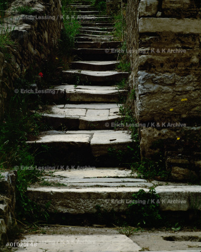 Stairway between the slope-houses (Buelbueldag)        