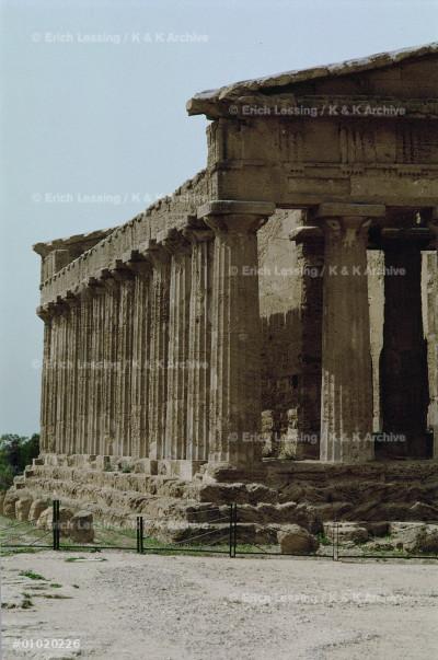 Concordia temple in Agrigentum, Sicily                 Doric temple, 112 x 19.70 m