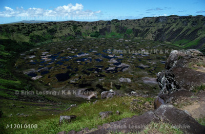 Easter Island,called Rapa Nui by its Polynesian in-habitants, is a volcanic island 3,790 kms westof the Chilean coast.The crater of Rano Kau volcanois filled with bog.The tuff from its rim was used forEaster Island's famous statues.